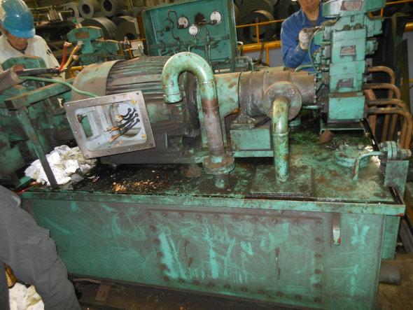 国内製パーツへ入替えた油圧ユニット